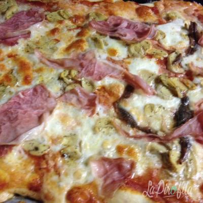 Pizza Acciughe Funghi E Prosciutto