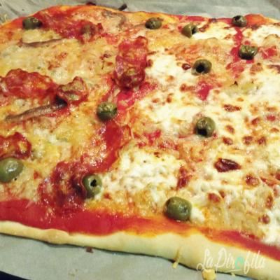 Pizza  Con Crescenza E Salamino Piccante